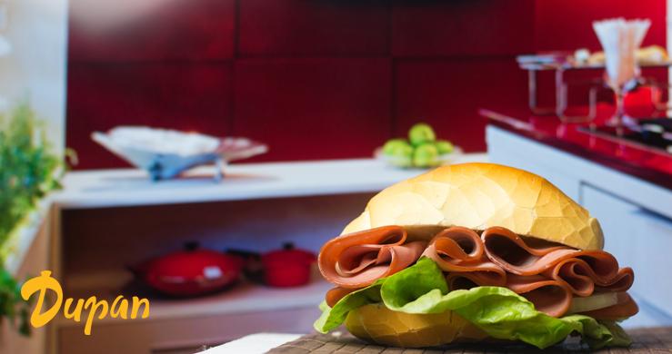 sanduíche com pão francês